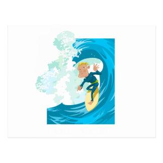 Surfer sous un tunnel de vague carte postale