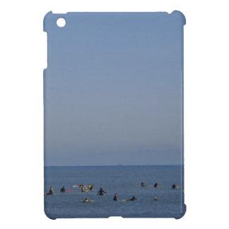 surfers attendant une vague étui iPad mini