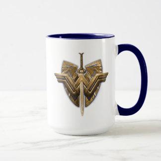 Symbole de femme de merveille avec l'épée de la mug