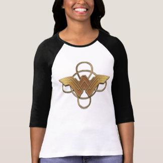 Symbole d'or de femme de merveille au-dessus de t-shirt
