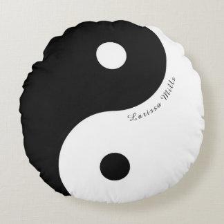 symbole noir/blanc de yin-Yang de zen avec le nom Coussins Ronds
