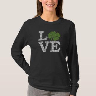T-shirt AMOUR de Jour de la Saint Patrick avec le shamrock