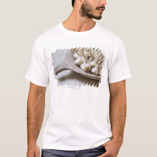 T-shirt Ampoules d'ail dans une cuvette de poterie de