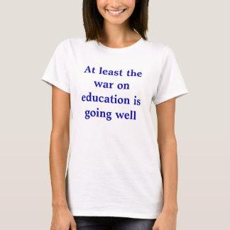 T-shirt Au moins la guerre sur l'éducation va bien