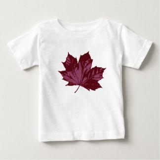 T-shirt blanc avec une feuille d'érable
