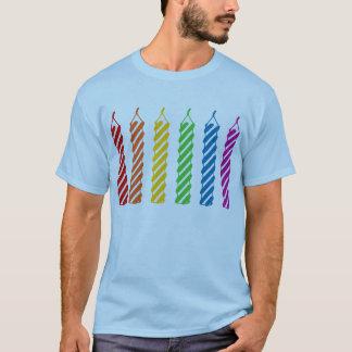 T-shirt Bougies d'anniversaire d'arc-en-ciel