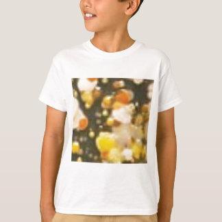 T-shirt boules de flottement dans le liquide