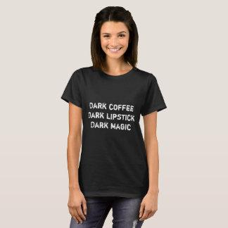 T-shirt Café foncé, rouge à lèvres foncé, magie foncée