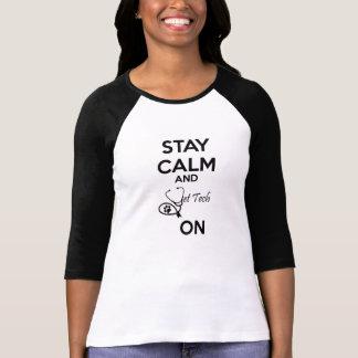 T-shirt calme de séjour et technologie de vétérinaire