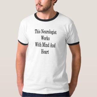 T-shirt Ce neurologue travaille avec l'esprit et le coeur