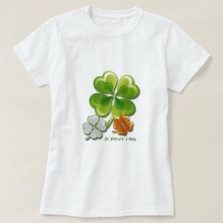 T-shirt Charmes chanceux. Chemises du jour de St Patrick
