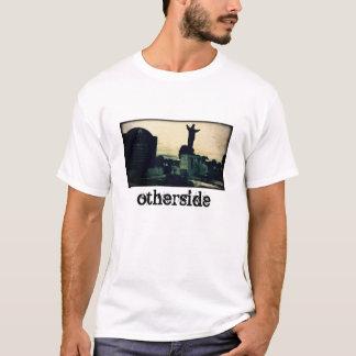 T-shirt Chemise blanche avec une photo de cimetière