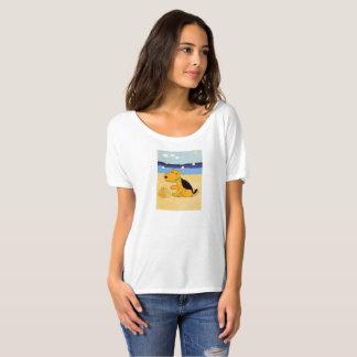 T-shirt Chien mignon d'Airedale Terrier à la plage