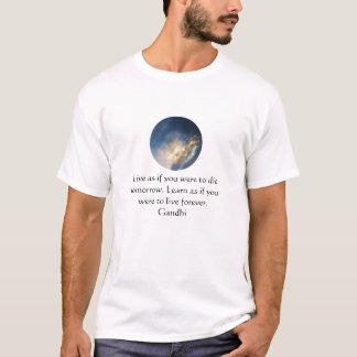 T-shirt Citation de sagesse de Gandhi avec des nuages de
