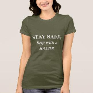 T-shirt COFFRE-FORT DE SÉJOUR : , Sommeil avec un SOLDAT