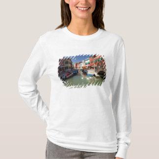 T-shirt Cygnes dans le canal, île de Burano, Venise,
