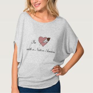 T-shirt Dans l'amour avec des femmes de Natif américain