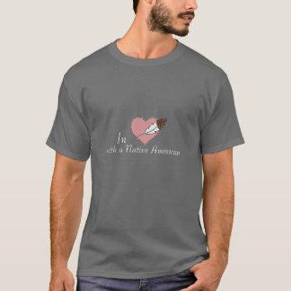T-shirt Dans l'amour avec des hommes de Natif américain