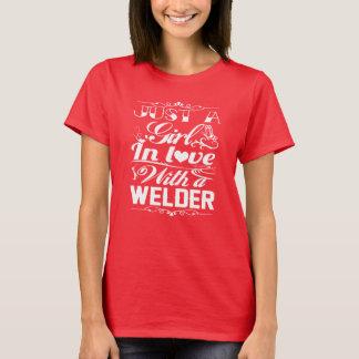 T-shirt Dans l'amour avec une soudeuse