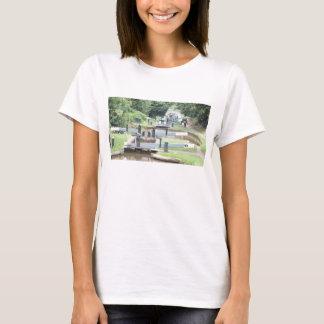 T-shirt de portes d'écluse de canal
