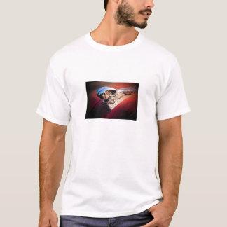 T-shirt d'ornement de capot