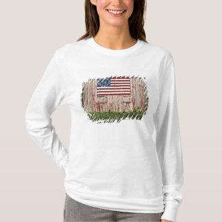 T-shirt Drapeau américain peint sur la grange