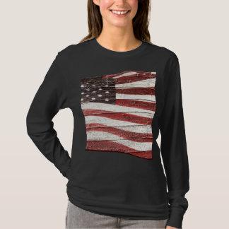 T-shirt Drapeau américain peint sur la texture en bois