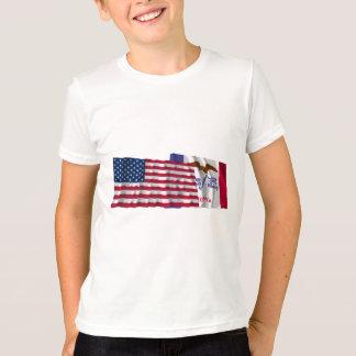 T-shirt Drapeaux de ondulation des Etats-Unis et de l'Iowa