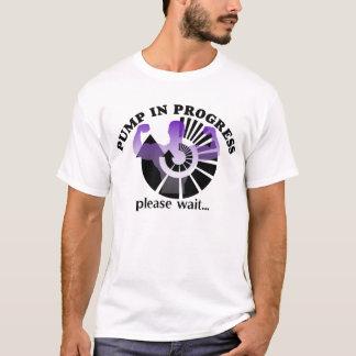 T-shirt en cours de culturisme de pompe