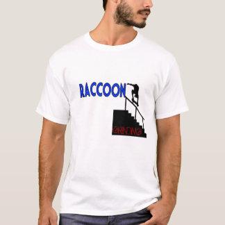 T-shirt faisant de la planche à roulettes de raton