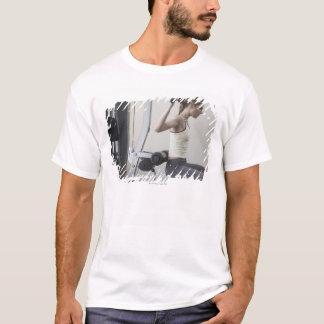 T-shirt Femme établissant avec des poids