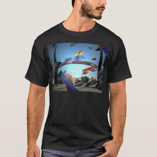 T-shirt Fierté d'arc-en-ciel au-dessus de Modesto