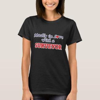 T-shirt Follement dans l'amour avec un arpenteur