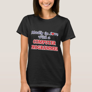 T-shirt Follement dans l'amour avec un informaticien