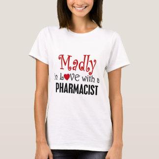 T-shirt Follement dans l'amour avec un pharmacien