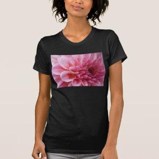 T-shirt foncé de chrysanthème