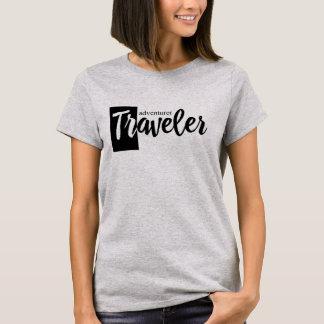 T-shirt gainé court moderne d'aventurier de
