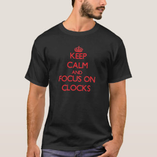 T-shirt Gardez le calme et le foyer sur des horloges