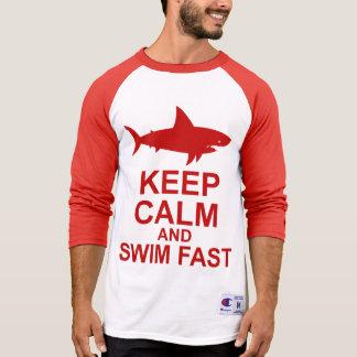 T-shirt Gardez le calme et nagez rapidement - l'attaque de