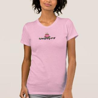 T-shirt gâteau rose sur des raisins