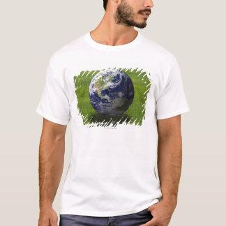 T-shirt Globe sur la pelouse 4