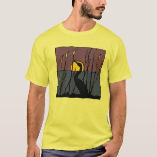 T-shirt Héron parmi la pièce en t de roseaux