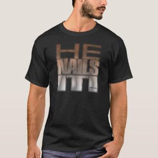 T-shirt Il le cloue