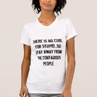 T-shirt Il n'y a aucun traitement pour stupide… ainsi le