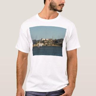 T-shirt Île d'Alcatraz et un voilier solitaire