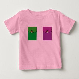 T-shirt infantile avec des poches de Faux
