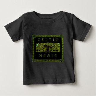T-shirt infantile de douille de grand arbre le