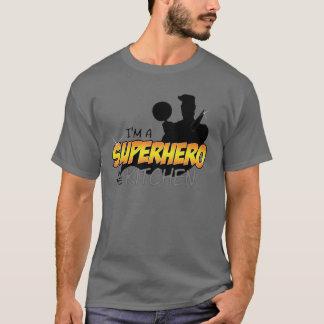 T-shirt Je suis un super héros dans la chemise gris-foncé