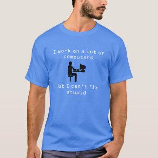 T-shirt Je travaille sur beaucoup d'ordinateurs