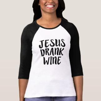 T-shirt Jésus a bu l'énonciation drôle de vin